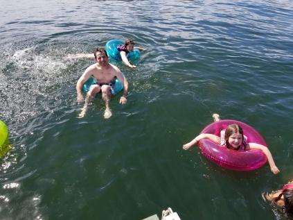 FloatingInBassLake