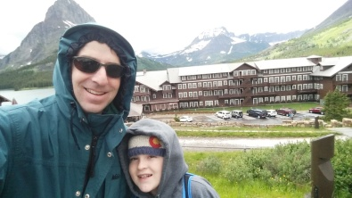 OutsideManyGlacierHotel