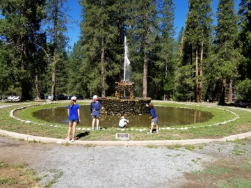 YosemiteLodgeFountain